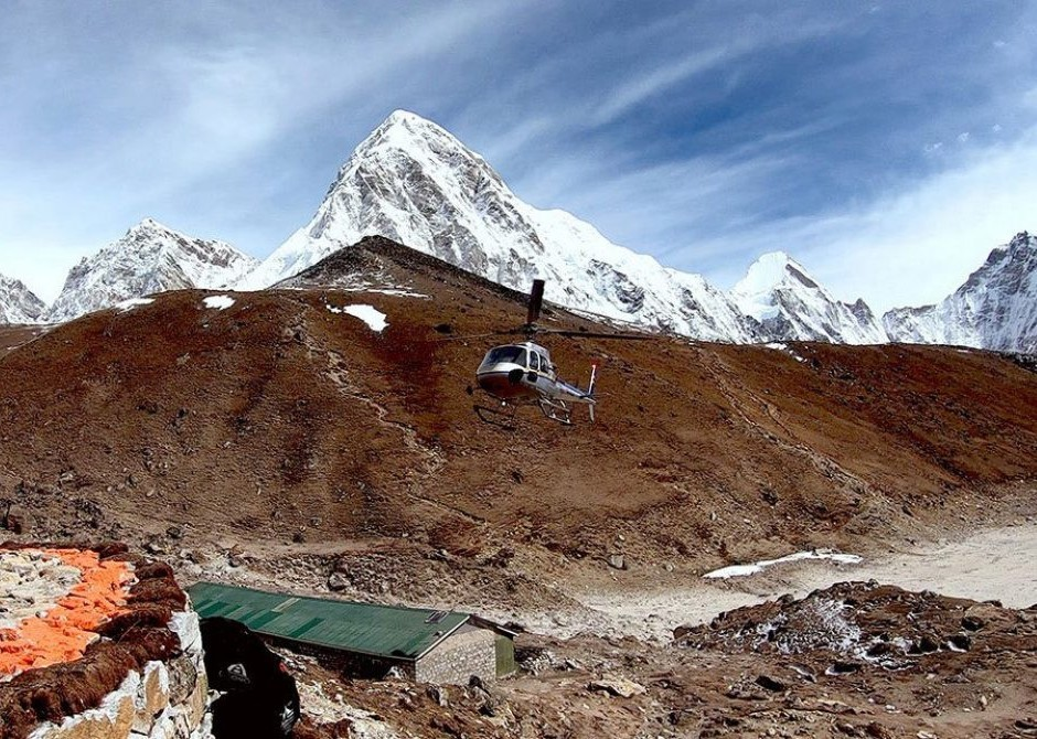 Helicopter tour in the Everest